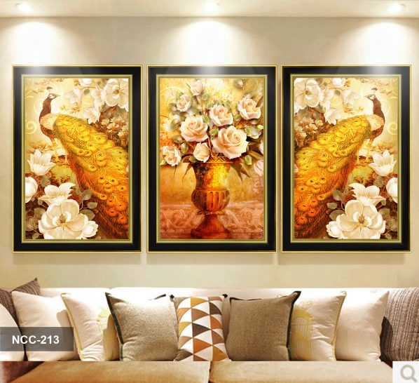 Tranh canvas treo tường khổng tước và bình hoa